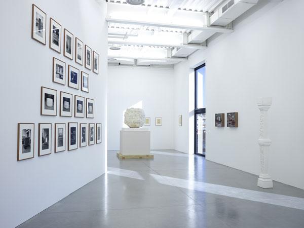 Vue de l'exposition Didier Vermeiren, Construction de distance, Photo : Marc Domage