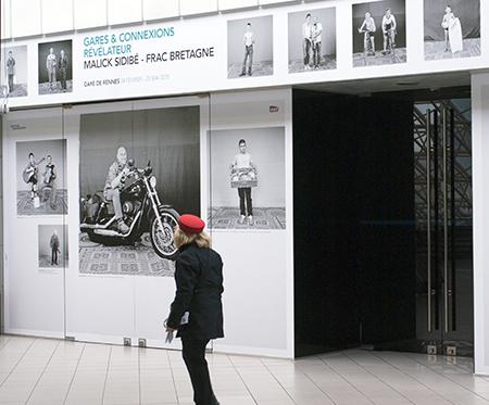Exposition Malick Sidibé, Studio Malick. Dispositif Gares & Connexions en gare de Rennes