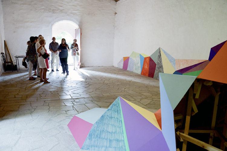 Visite des Amis du Frac Bretagne. L'art dans les chapelles. Elodie Boutry, Saint Tugdual, Quistinic