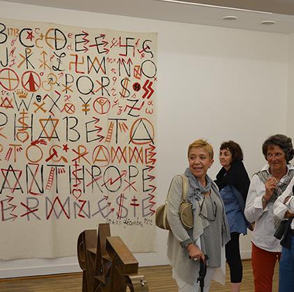Visite de l'exposition Joan Miró, l'Arlequin, Landerneau