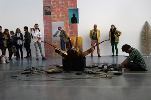 Tristan Philippon, A, 2015, performance présentée le jeudi 17 septembre 2015 à l'occasion du vernissage de l'exposition Mettre à jour - 35 diplômés de l'École européenne supérieure des beaux-arts de Bretagne - Promotion 2015