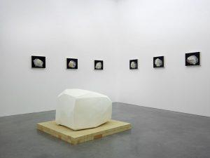 Vue de l'exposition Didier Vermeiren, Construction de distance – Photo : Marc Domage