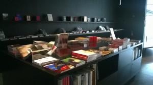 Découvrez l'espace librairie du Frac Bretagne