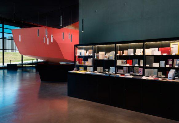 Vue de la librairie du Frac Bretagne, 2017 – Crédit Photo : François Poivret / Mael Le Golvan