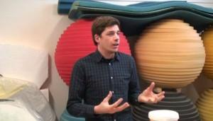 Samir Mougas dans son atelier, in « Le Sphinx de Samir Mougas », Fonds départemental d'Ille-et-Vilaine. Retrouvez l'intégralité de la vidéo sur http://vimeo.com/61871650