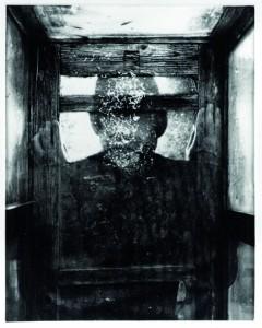 Dieter Appelt, Glasraum (détail), de la série Komplementärer Raum, 1986 Collection Frac Bretagne © Droits réservés