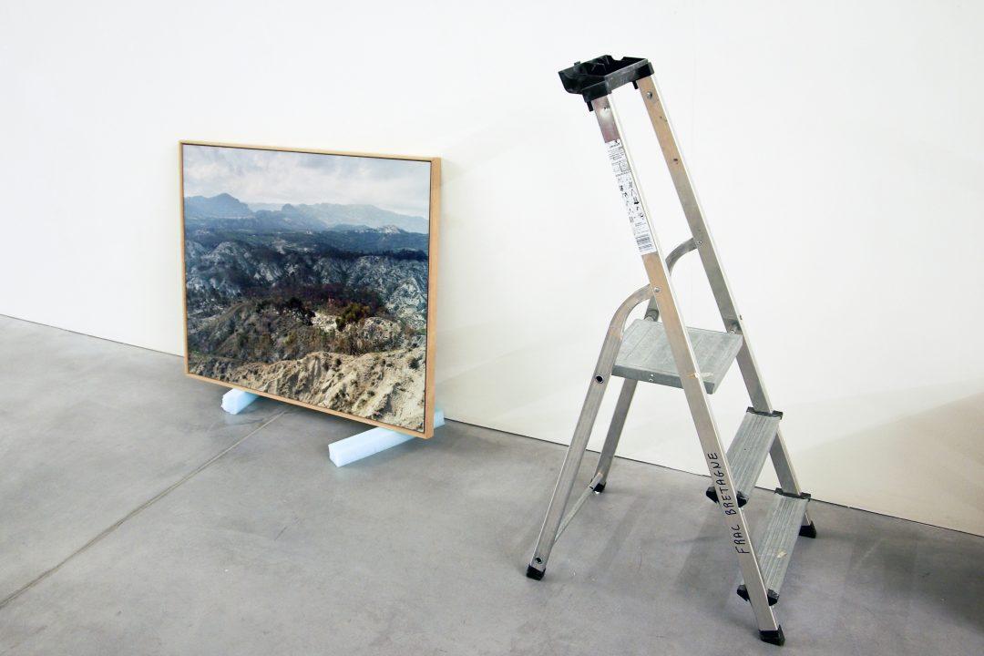 Vue du montage de l'exposition Ulysses, l'autre mer, présentée au Frac Bretagne, Rennes, du 16 mai au 25 août 2013