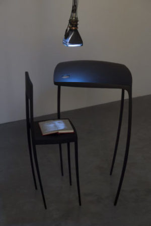 Gary Hill, And sat down beside her, 1990 © ADAGP, Paris, vue de l'exposition Des mots et des choses, Frac Bretagne, Rennes, 2019 - crédit photo : Marc Domage