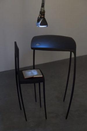 Gary Hill, And sat down beside her, 1990 © ADAGP, Paris, vue de l'exposition Des mots et des choses, Frac Bretagne, Rennes, 2019 - crédit photo : Marc Domage