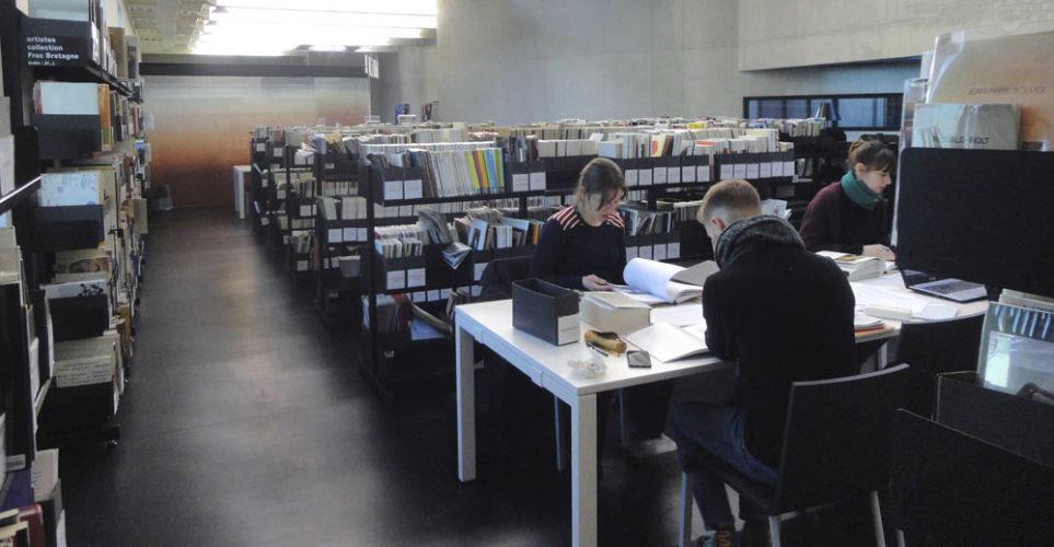 Documentation du Frac Bretagne - Salle de consultation. Photo : Frac Bretagne