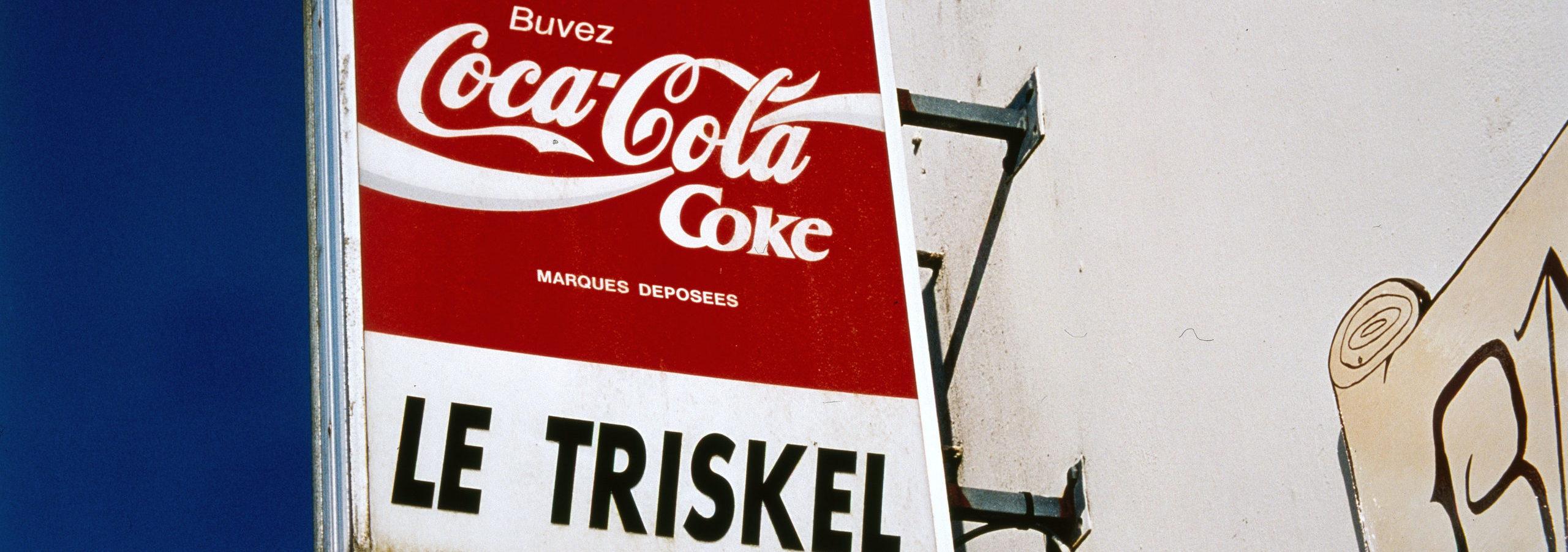 Raymond Hains, Coca-Cola Triskel, 2003, collection Frac Bretagne © Adagp, Paris 2021. Crédit photo : Hervé Beurel