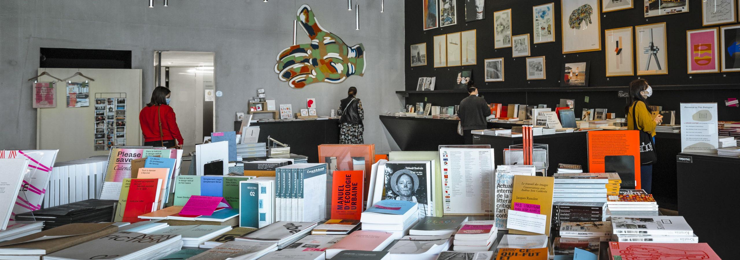 La boutique-librairie du Frac Bretagne - Crédit photo : Jérôme Sevrette